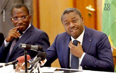 Le ministre Gilbert Bawara (G) et le Président Faure Gnassingbé