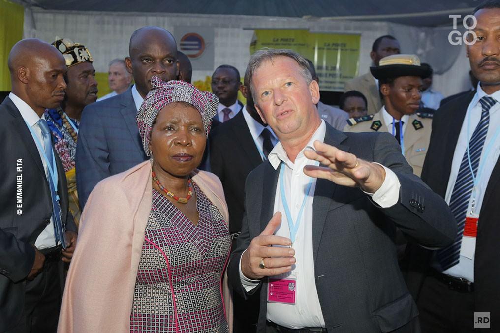 Dlamini Zuma a visité le village des partenaires