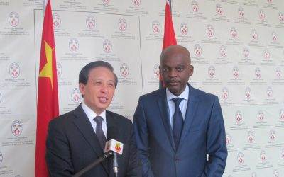 Zhang Yesui et Robert Dussey
