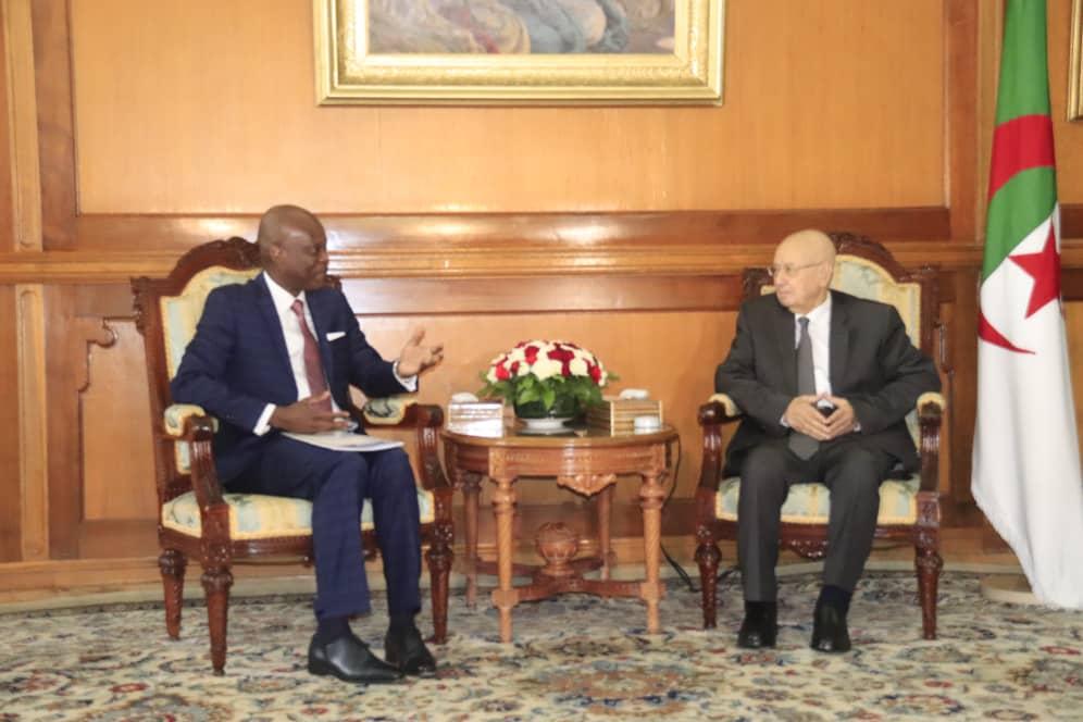 Robert Dussey et le Président de la république d'Algérie S.E.M. Abdelkader BENSALLAH.